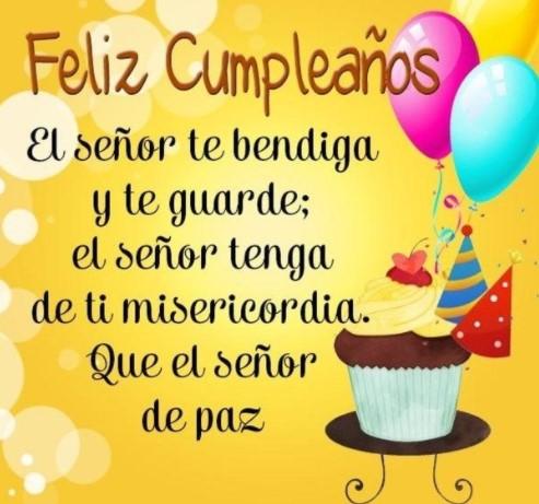 Muchas felicitaciones en tu día feliz cumpleaños