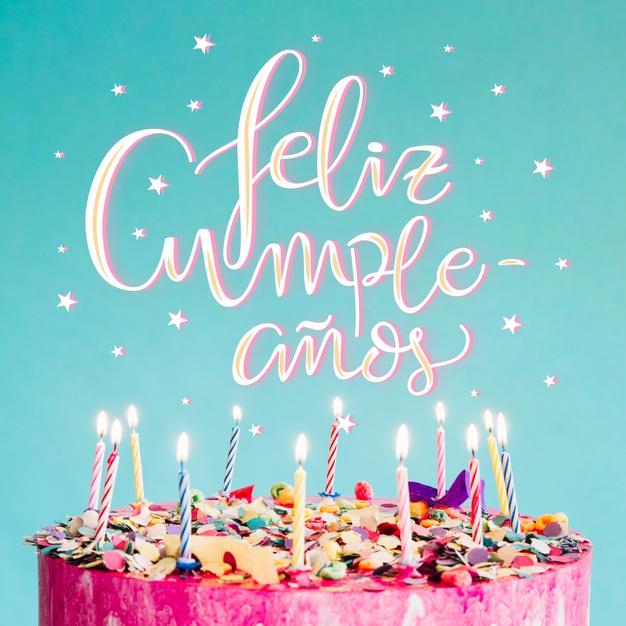 feliz cumpleaños con pastel rosado